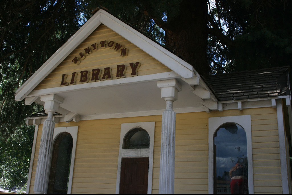 Tiny Town Library (Photo Credit: BeeAndLoating on Flickr)